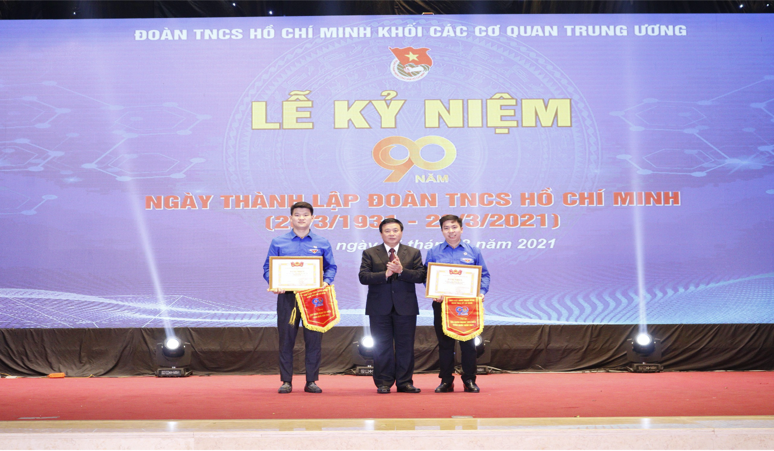 Chi Đoàn Viện Khoa học vật liệu được khen thưởng Chi Đoàn mạnh toàn quốc và Bí thư Chi Đoàn tiêu biểu toàn quốc năm 2021