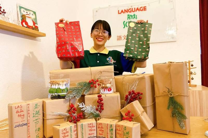 Bữa tiệc Giáng Sinh Huyền Bí tại Language Arts School