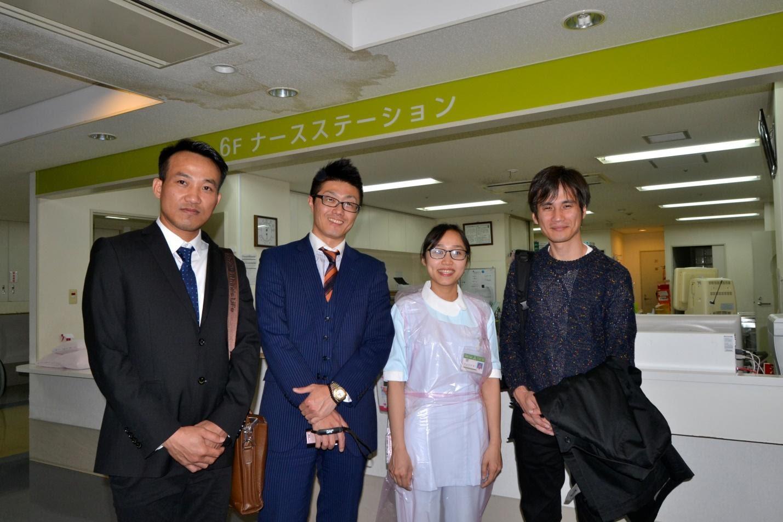 Ông Lê Thanh Tầm và anh Matsushita giám đốc ARATA&CO, Anh Tamazawa giám đốc SUTORE thăm học sinh H2T đang làm việc tại viện kyowakai tại Osaka, Nhật Bản.