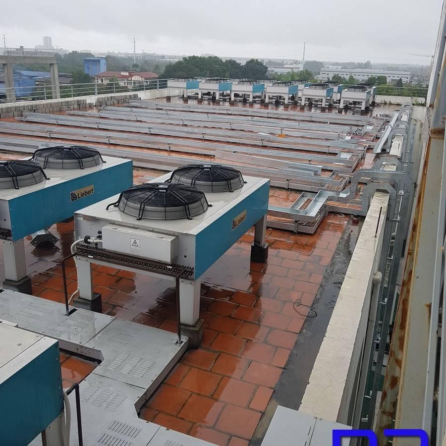 Công trình máng cáp mạ kẽm nhúng nóng đang được lắp đặt tại Hòa Lạc