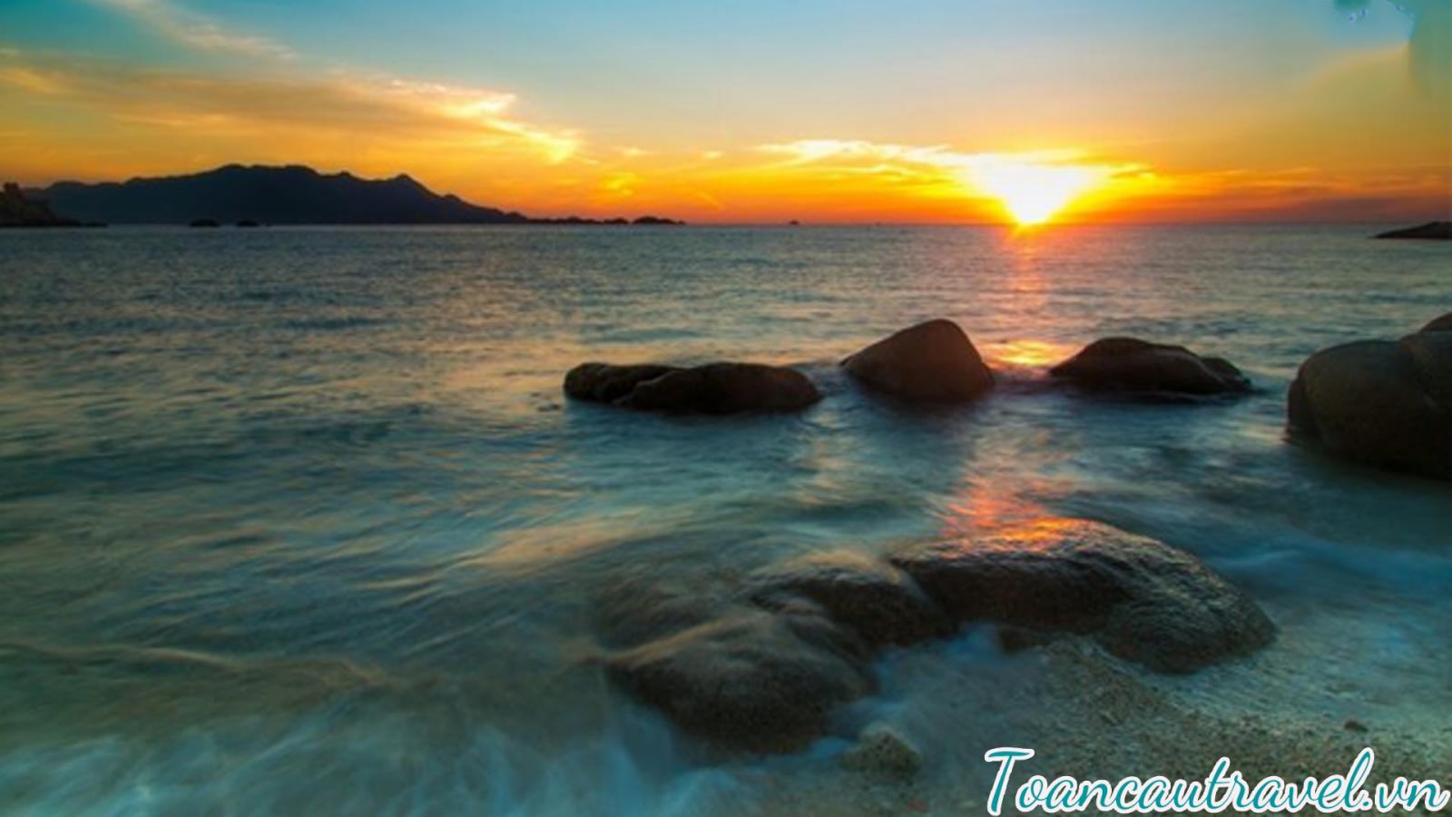 Đảo Bình Ba hấp dẫn du khách bởi vẻ đẹp thiên nhiên kỳ thú.