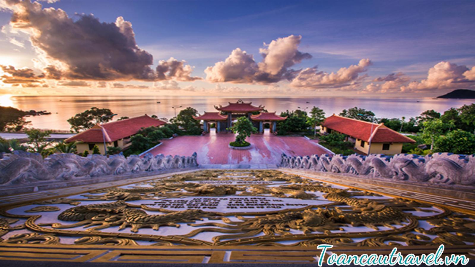 Thiên Viện Trúc Lâm Hộ Quốc- ngôi chùa đẹp và lớn nhất đảo ngọc với khung cảnh hoang sơ,yên tĩnh