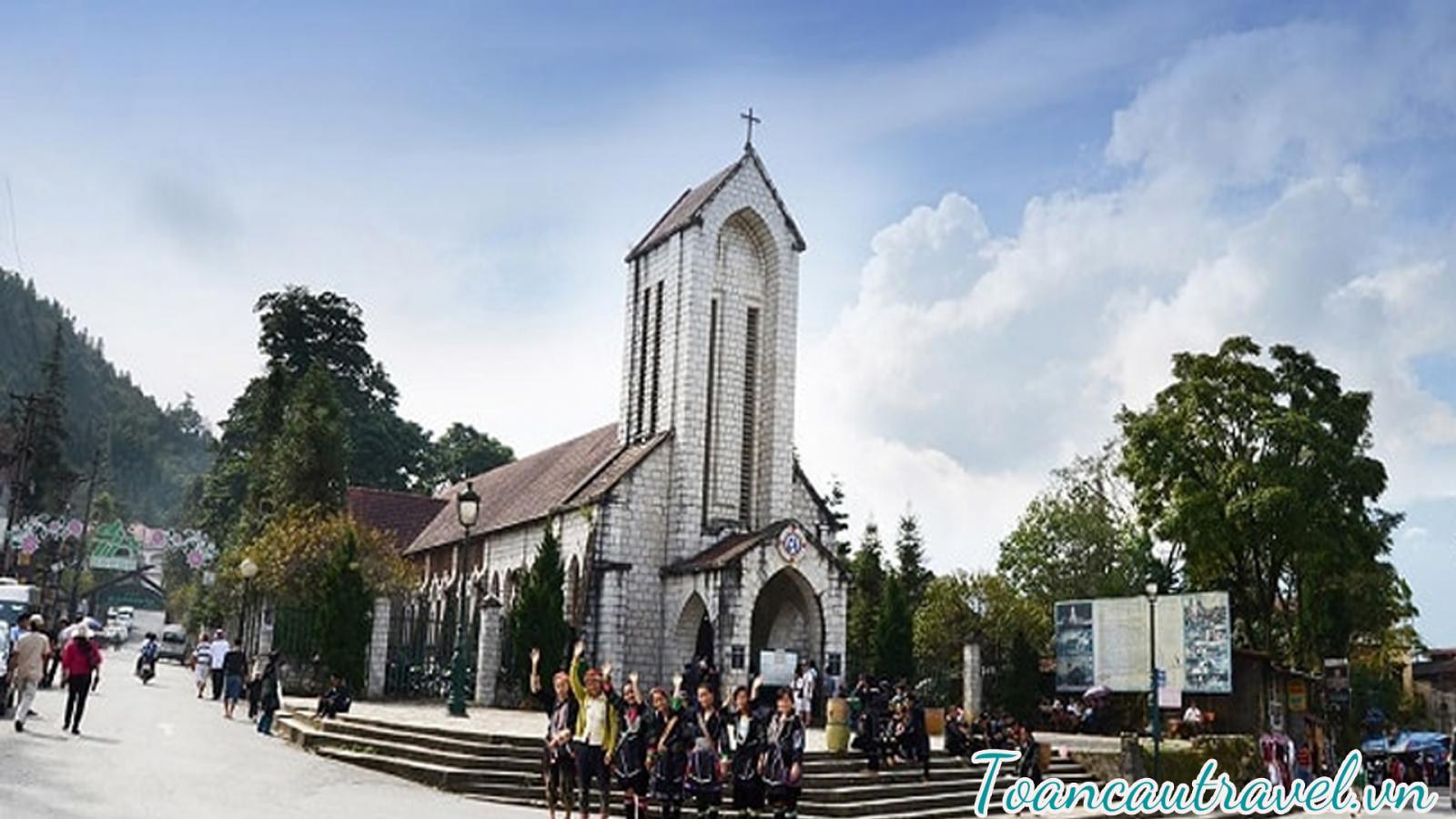 Nhà thờ đá Sapa được xây dựng vào khoảng những năm 30 của thế kỉ 20