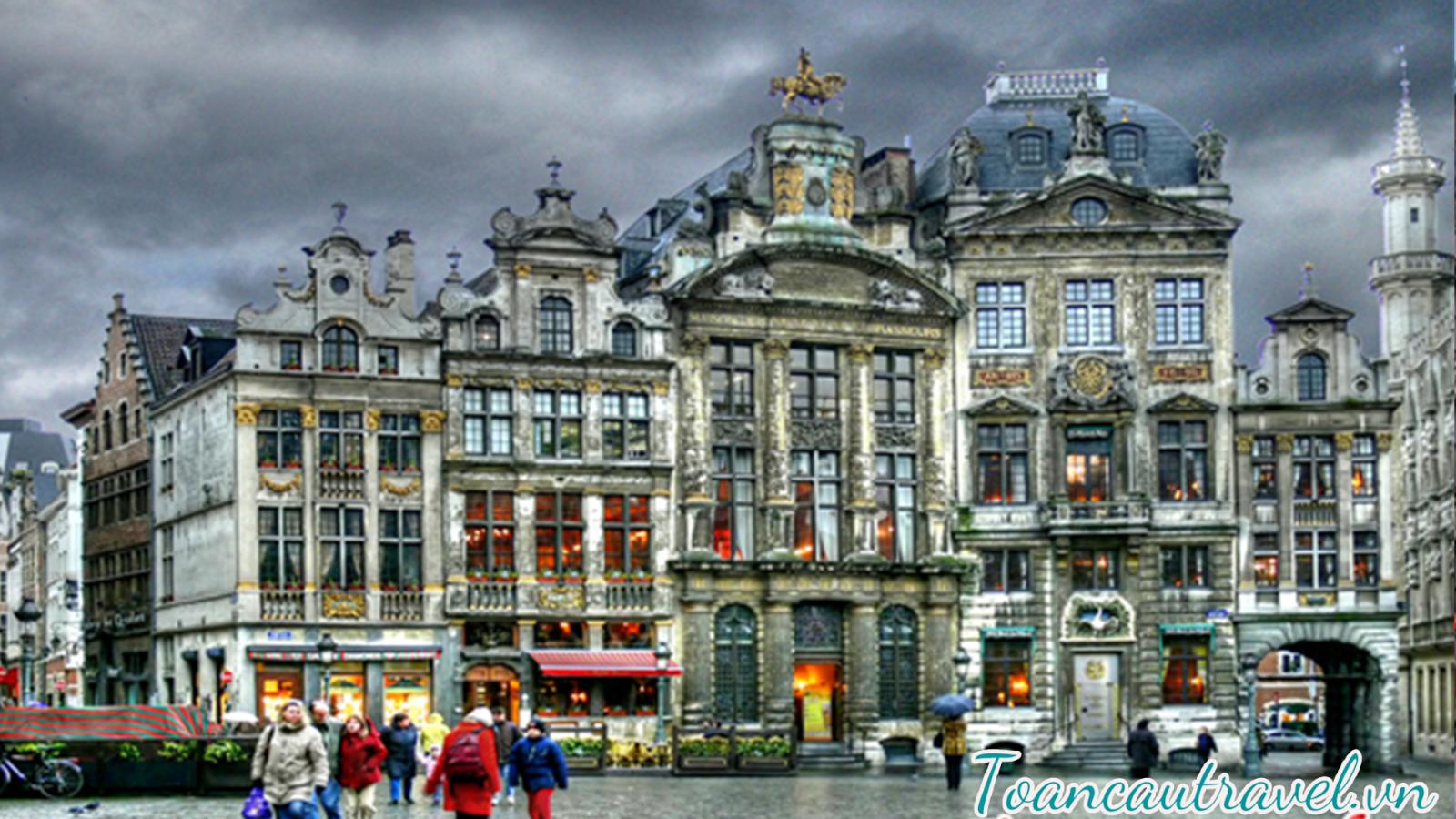 thành phố Brussel – Bỉ được biết đến như trung tâm hội nghị lớn nhất thế giới với nhiều cơ quan của liên minh Châu Âu và Nato cùng nhiều tổ chức khác đều được đặt tại đây từ sau thế chiến thứ hai kết thúc.