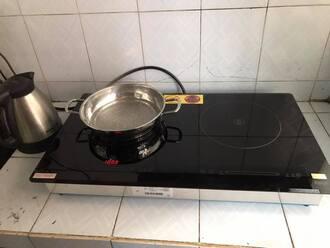 Bếp từ Genny hỏng do ẩm ướt hoặc nước vào