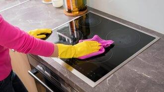 Vệ sinh bếp từ định kỳ giúp bếp sạch tránh hư hỏng