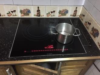 Bếp từ đang đun nấu tự nhiên báo lỗi e3