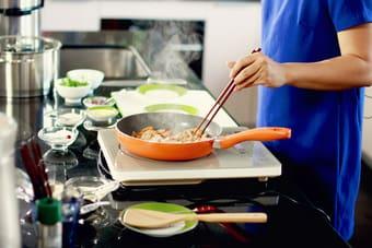 Sửa bếp từ midea tại nhà giúp bếp chạy tốt hơn