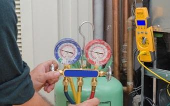 Vệ sinh điều hòa, nạp gas điều hòa giá rẻ tại nhà