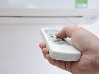 Cách sửa điều hòa bị nháy đèn tại nhà với điều khiển