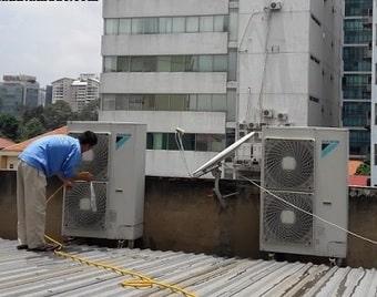 Nạp gas điều hòa âm trần có giống với máy treo tường
