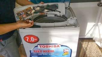 Máy giặt để ở các vị trí ẩm ướt nhanh hỏng,xỉn màu