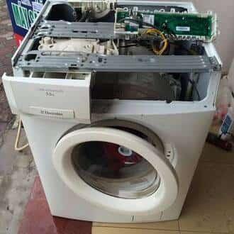 Máy giặt bị ẩm ướt nên chập hỏng board mạch