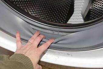 Máy giặt bị hỏng thủng zoang do các vật sắc nhọn
