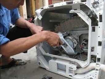 Sửa máy giặt sử dụng nhiều nên trùng curoa và kêu