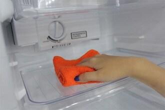 Tủ lạnh sharp bị hỏng do ẩm mốc bên trong lâu ngày