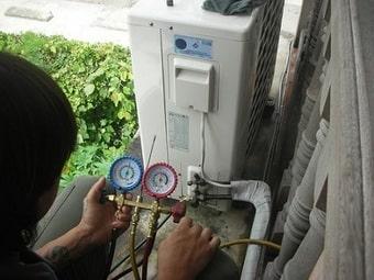 Sửa điều hòa chạy không mát hoặc nháy đèn liên tục