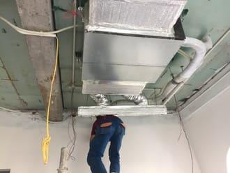 Thợ thi công lắp điều hòa vrv cho nhà biệt thự