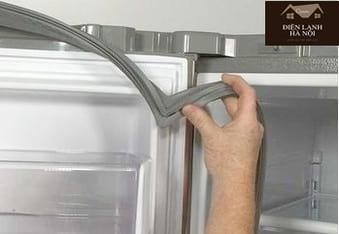 Tủ lạnh chạy không lạnh do hở, hỏng zoăng cửa